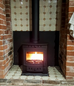 Villager Esprit 5 Solo - 5kw nominal Multi Fuel and Wood Burning Stove (Arada)