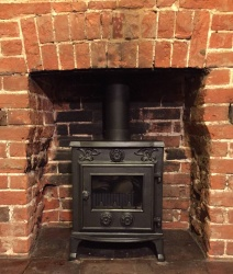 Buckingham Cast Iron Multi Fuel and Wood Burning Stove - 7.5kw max (3 > 6kw range to room)