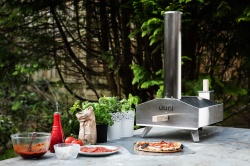 Uuni / Ooni 3 - Wood Fired, Portable Pizza Oven incl 10kg Wood Pellets / Peel / Pizza Stone